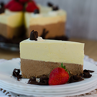 Delicious Vanilla-Chocolate Parfait Cake