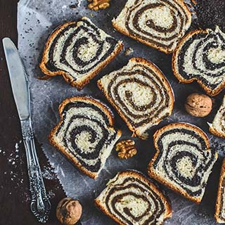 Walnut/Poppy seed roll